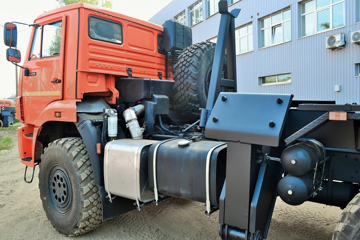 Экскаватор UMG E195А на автомобильном ходу КАМАЗ-43118