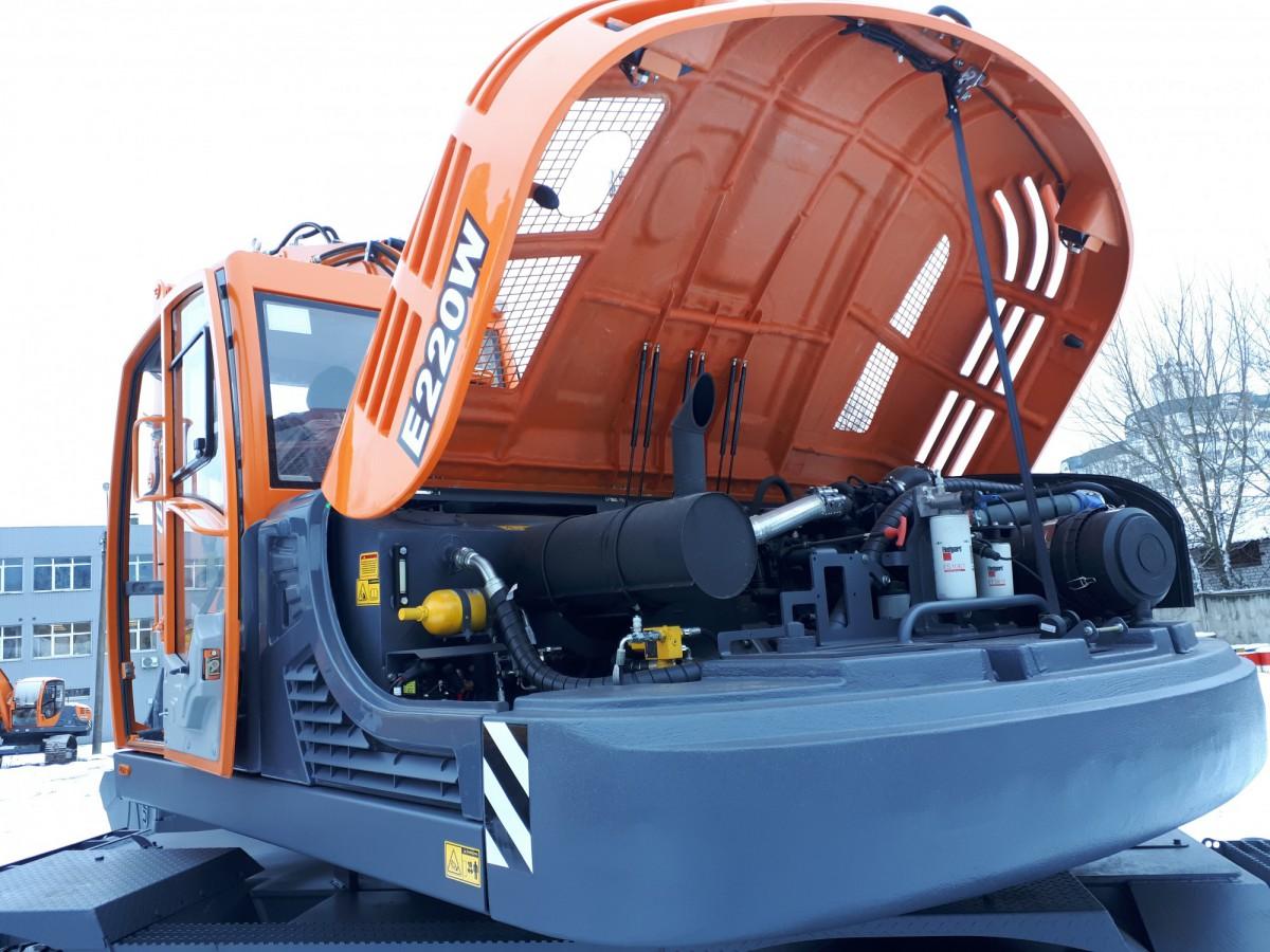 Экскаватор UMG E220W
